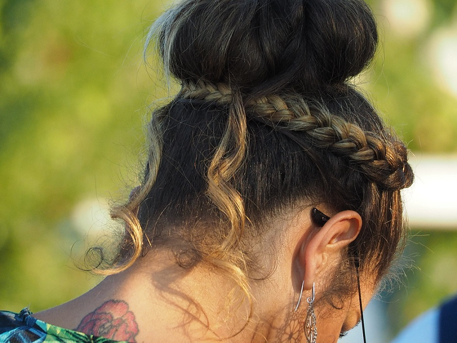 20 Five-Minute Hairstyles You Can Do In The Morning
